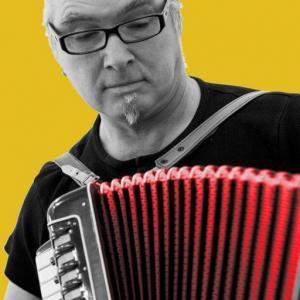 Peter M. Haas spielt Akkordeon