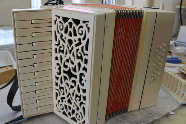 Bausatz-Akkordeon aus der Harmonika-Werkstatt Untersee