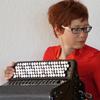 Die Akkordeonistin Yvonne Glur unterrichtet mit den Spiel- und Lernbüchern für Akkordeon von Peter M. Haas