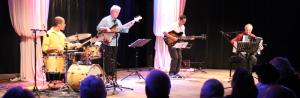 Der Musiker Tobias Morgenstern mit Ensemble