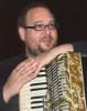 Der Musiker Mail Hester unterrichtet mit den Lehrbüchern von Peter M. Haas